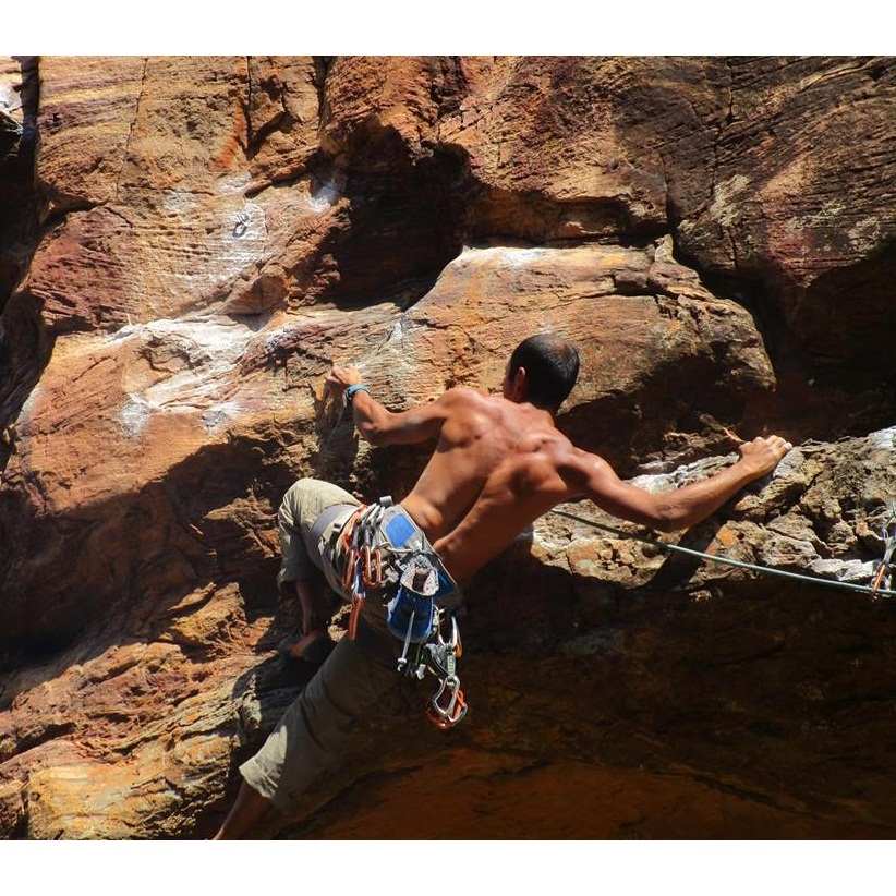 Rock-Climbing-in-Hampi.jpg