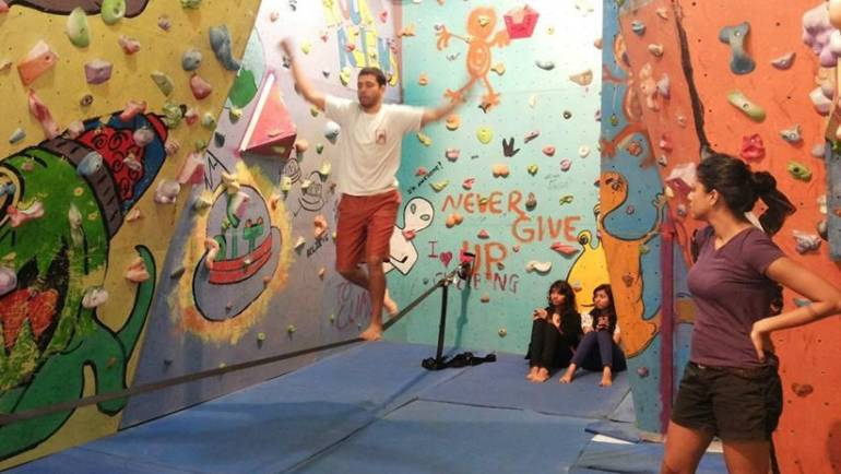 Slacklining at Rock Aliens Gym